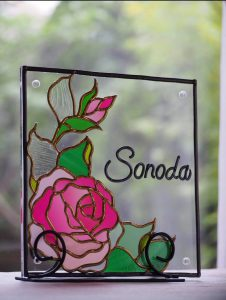 薔薇のデザインの表札