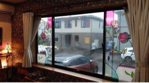 窓ガラスにグラスアート